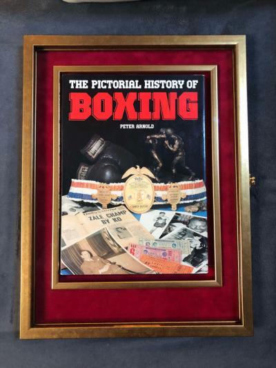 Коллекционное издание книги «История бокса в картинках», подписанная величайшими боксерами