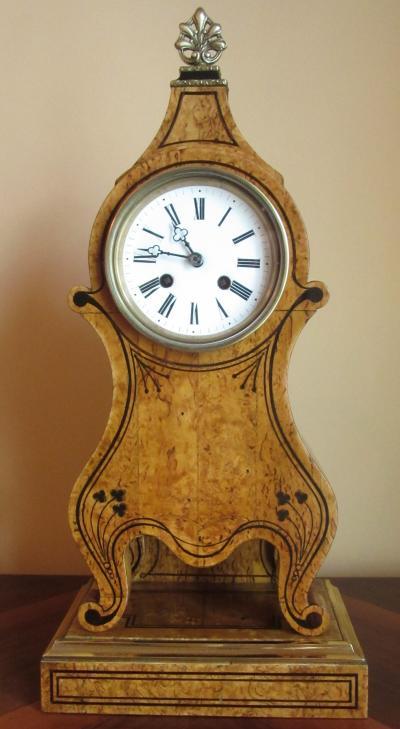 Часы из карельской березы