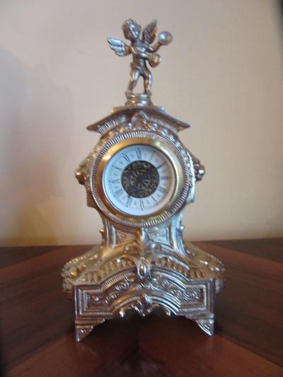 Часы каминные с ангелом