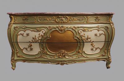 Резной комод в стиле Людовика XV