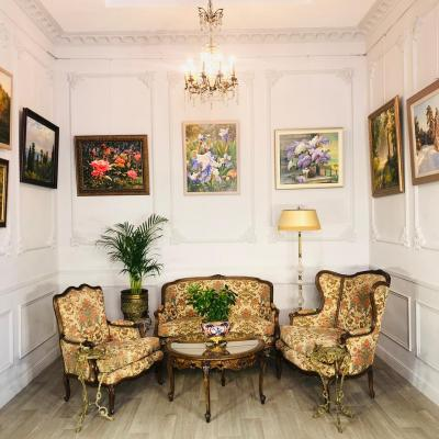 Кресла и диван (гарнитур мягкой мебели)конца XIX века