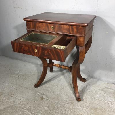 Дамский столик XIX века