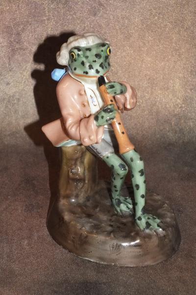 Лягушка с флейтой