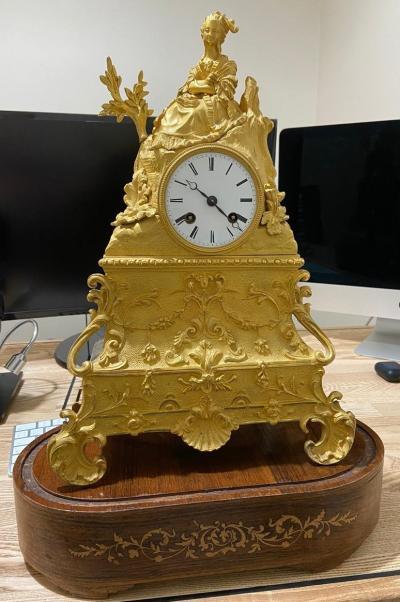 Каминные часы в стиле неорококо