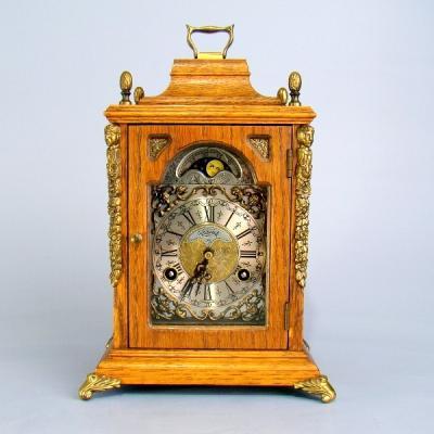 Каминные часы с лунным календарем