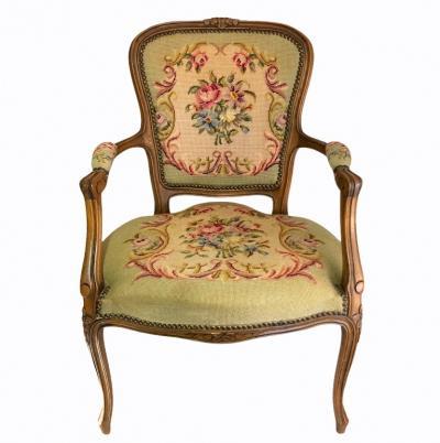 Гобеленовое кресло с ручной вышивкой