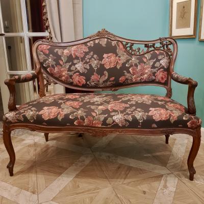 Двухместный диван в стиле модерн