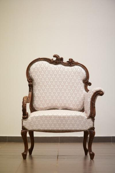 Кресло из массива ореха