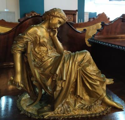Cкульптура женщины