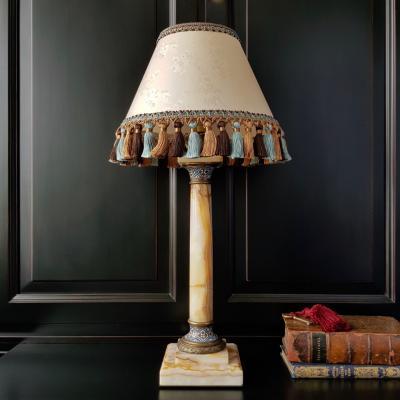 Настольная лампа в стиле Наполеона III с основанием в виде колонны