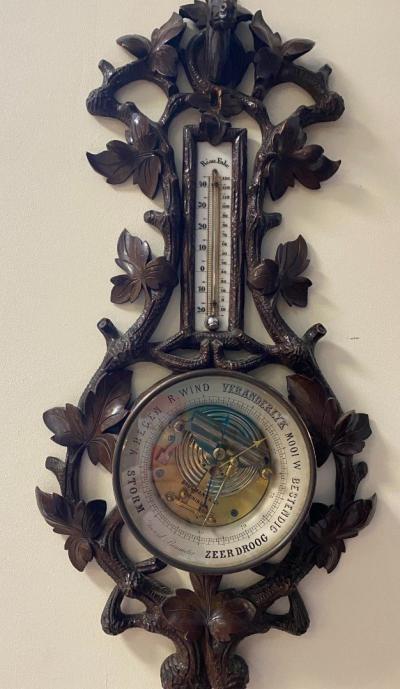 Барометр-термометр в деревянном корпусе