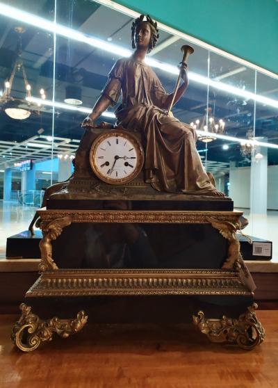 Каминные часы эпохи Наполеона III
