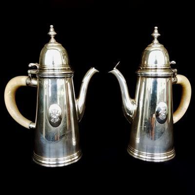 Пара серебряных чайников