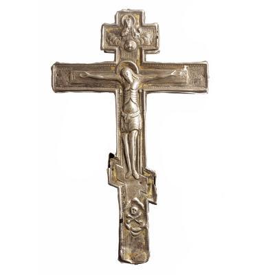 Крест-мощевик в серебряной оправе