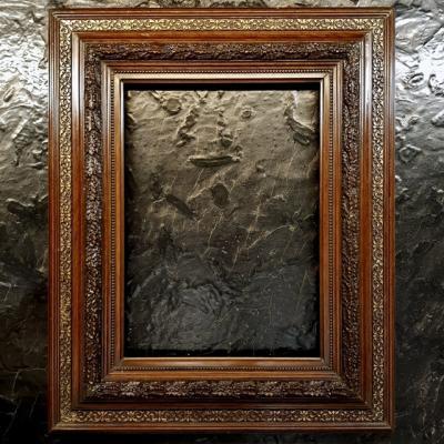 Резная деревянная рама в классическом стиле