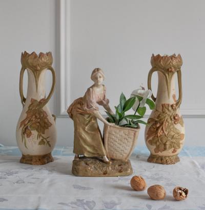 Комплект скульптура и парные вазы Royal Dux Bohemia