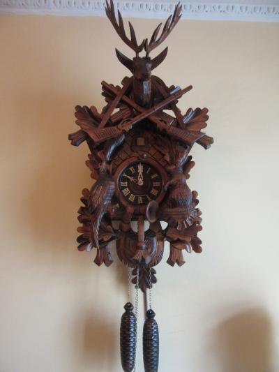 Часы с кукушкой на тему охоты