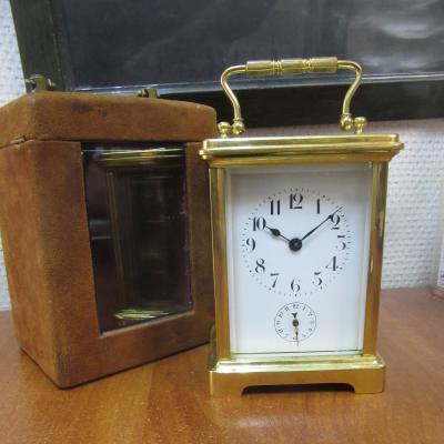 Каретные часы в кожухе из замши