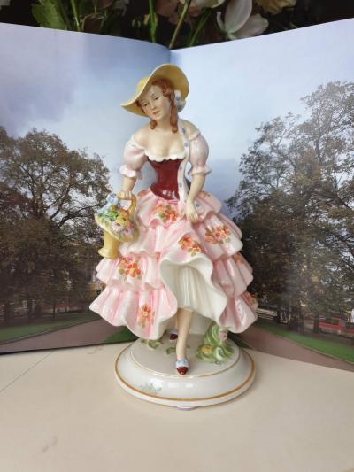 Фарфоровая статуэтка Royal Dux