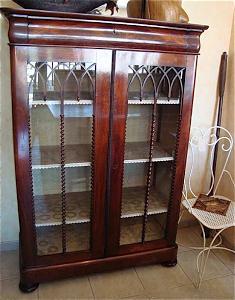 Книжный шкаф 19 века.