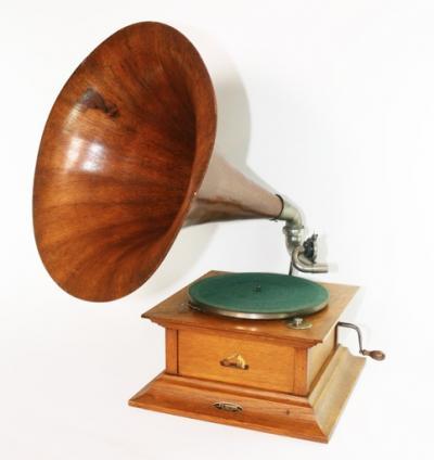Граммофон ок.1920 г, деревянная труба