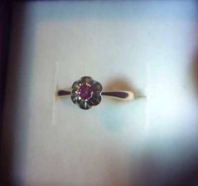 Кольцо с пурпурным бриллиантом