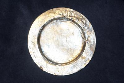 Тарель серебряная с гравировкой