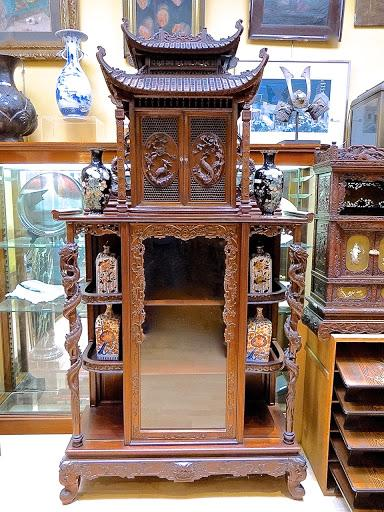 Резной шкафчик в восточном стиле