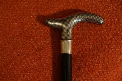 Трость с серебряной рукояткой ниелло